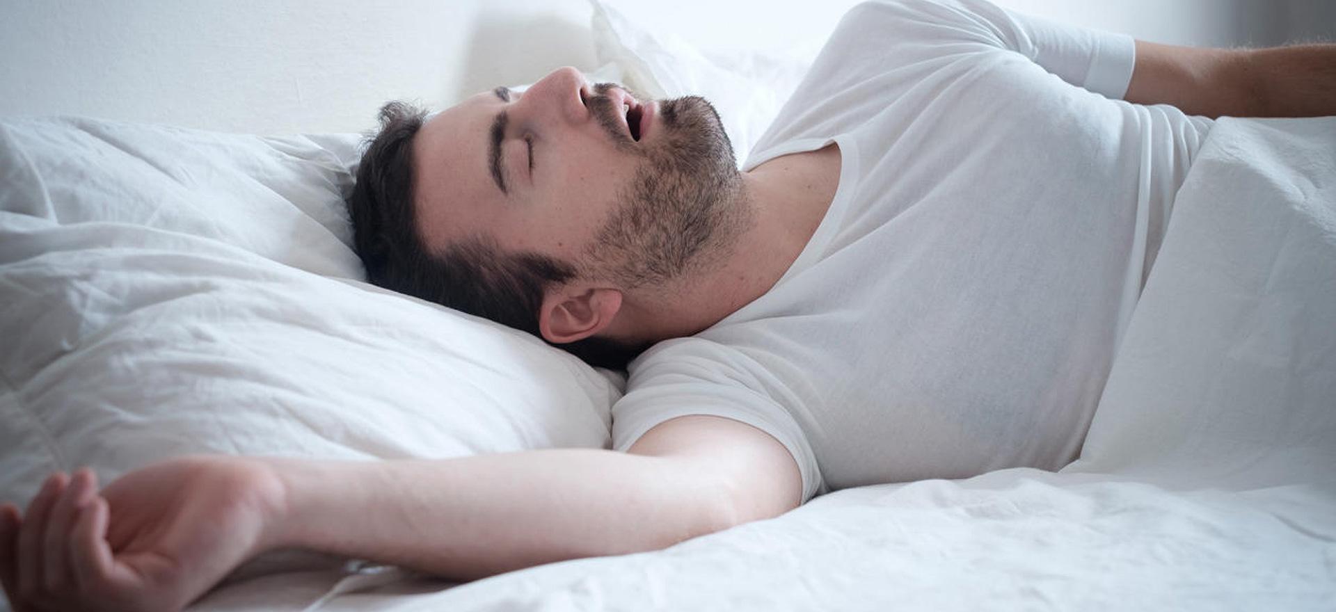 uomo-che-dorme_1920